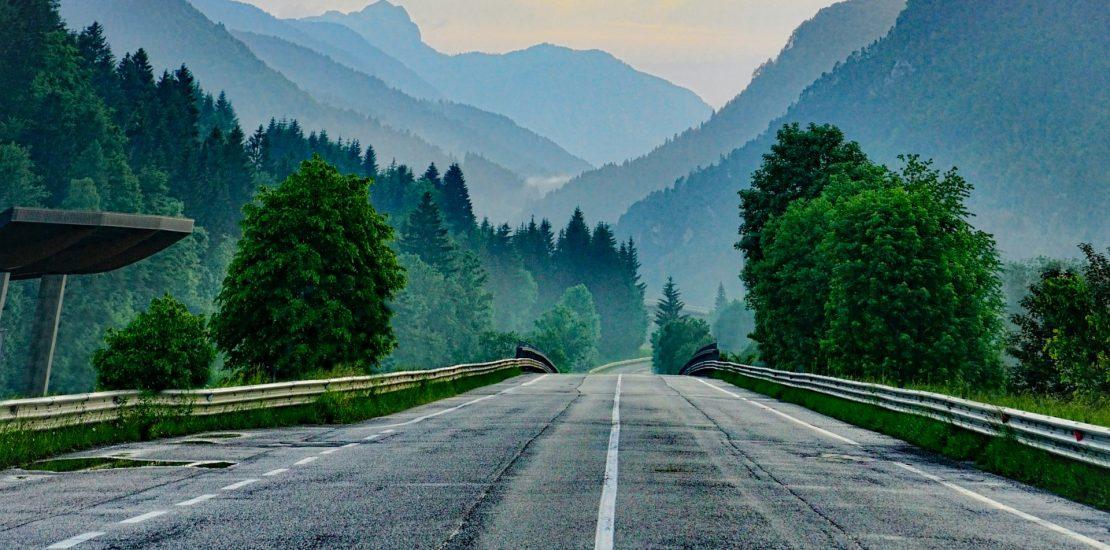 Straße mit Startlinie und Schriftzug 2019